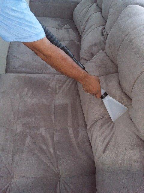 ניקוי ספות לסלון לאחר שיפוץ בית